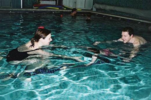 Kindje onder water brengen